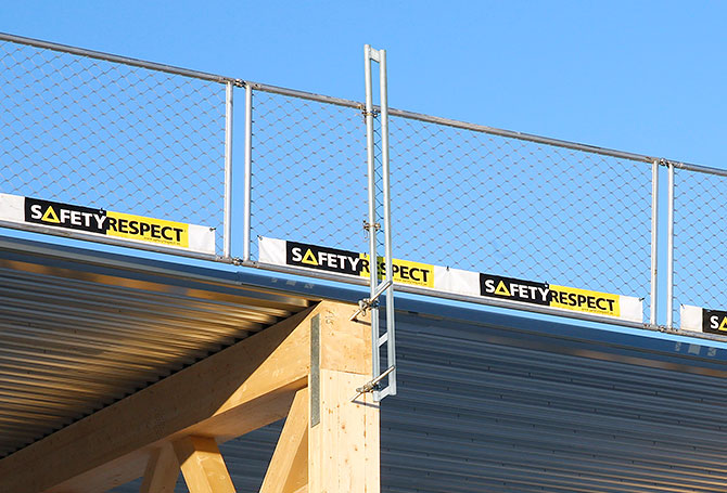 Edge protection on hall construction